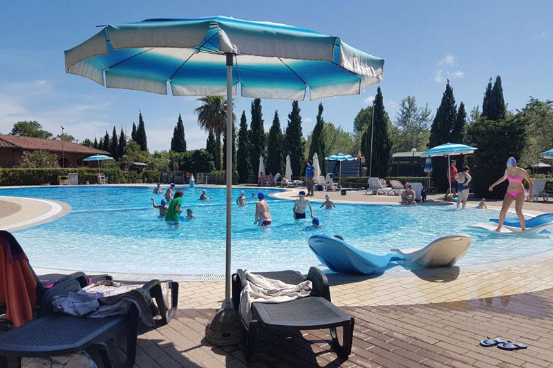 Zwembad b